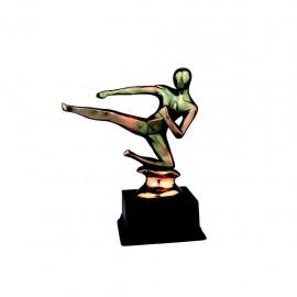 Trofeo de resina de Kárate con acabado cobre