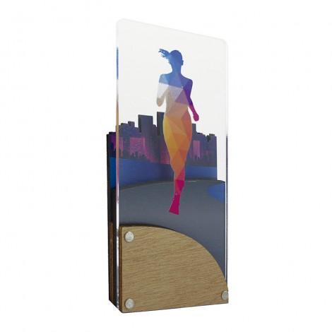 Trofeo de atletismo femenino de metacrilato y madera
